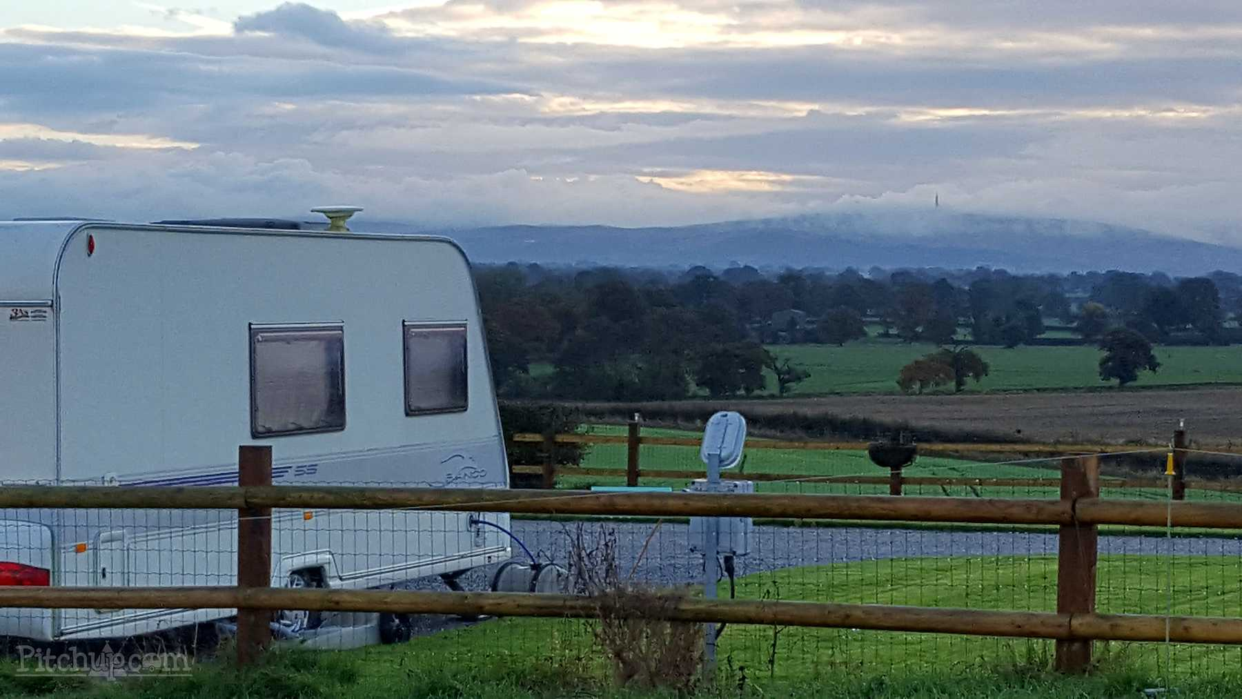 Camping and Caravanning in Lower Withington